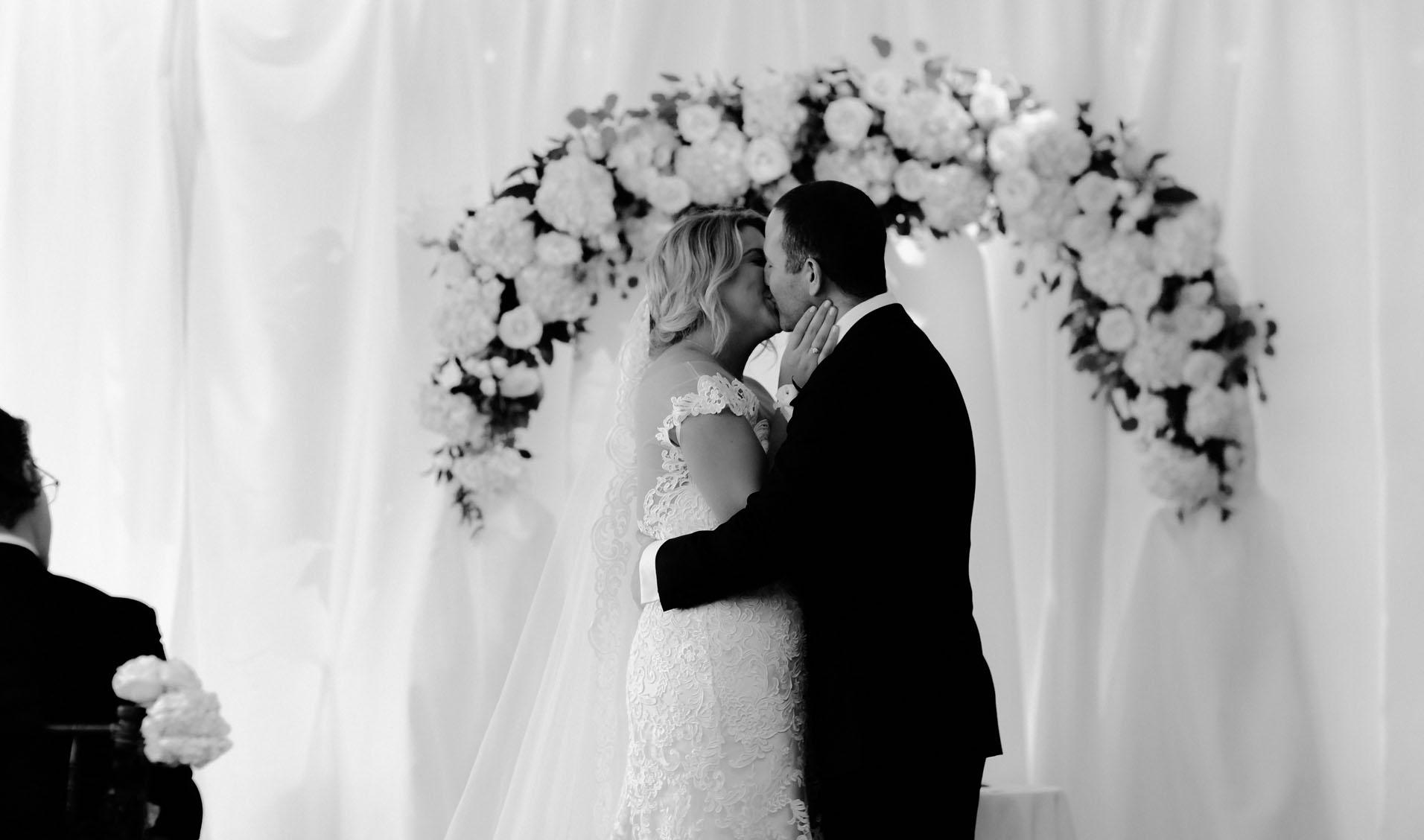 groom and bride kissing – susan shek